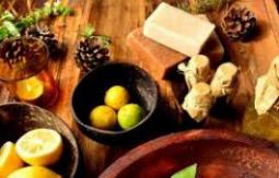 واردکننده مواد اولیه صنایع غذایی ، اسانس و رنگ