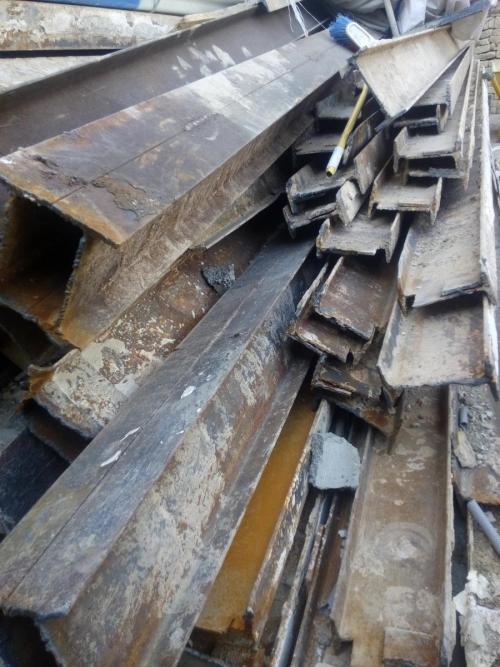 خریدار ضایعات آهن تخریب وخاکبرداری 09124613098