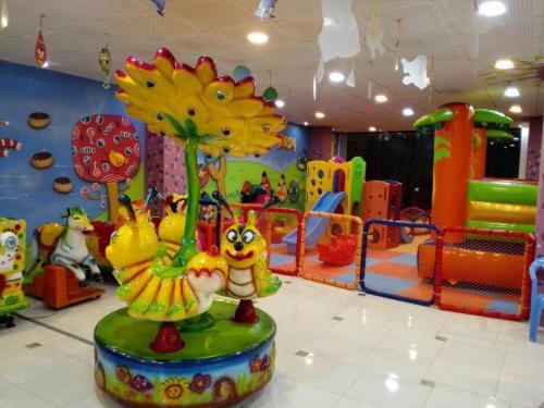 مشاوره و طراحی و احداث انواع خانه کودک (شهربازی)