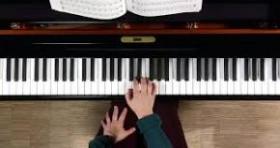 آموزش پیانو -استاد رضا حجت زاده - آموزشگاه موسیقی چکاد
