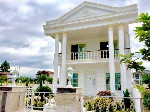 خانه ویلایی با چشم انداز رویایی