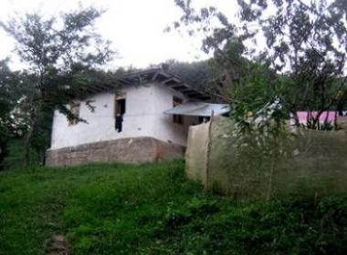 خانه روستایی با اب و برق و گاز در کوهپایه های سیاهکل