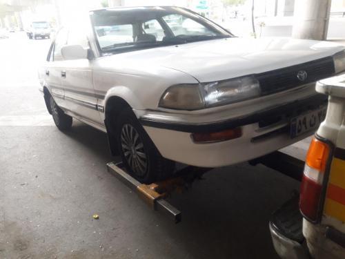 جرثقیل یدک کش خودرو بر مکانیک تعمیرکار پنچرگیری سیار